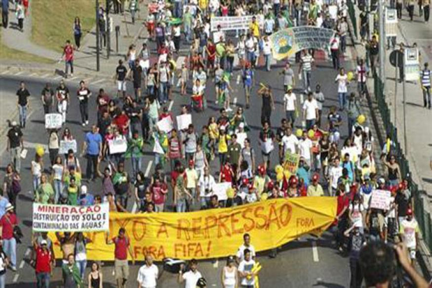 Thousands take to the streets in Brazil again despite government concessions