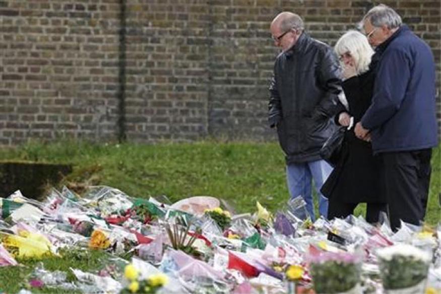 Suspect in British soldier murder blows kisses in dock