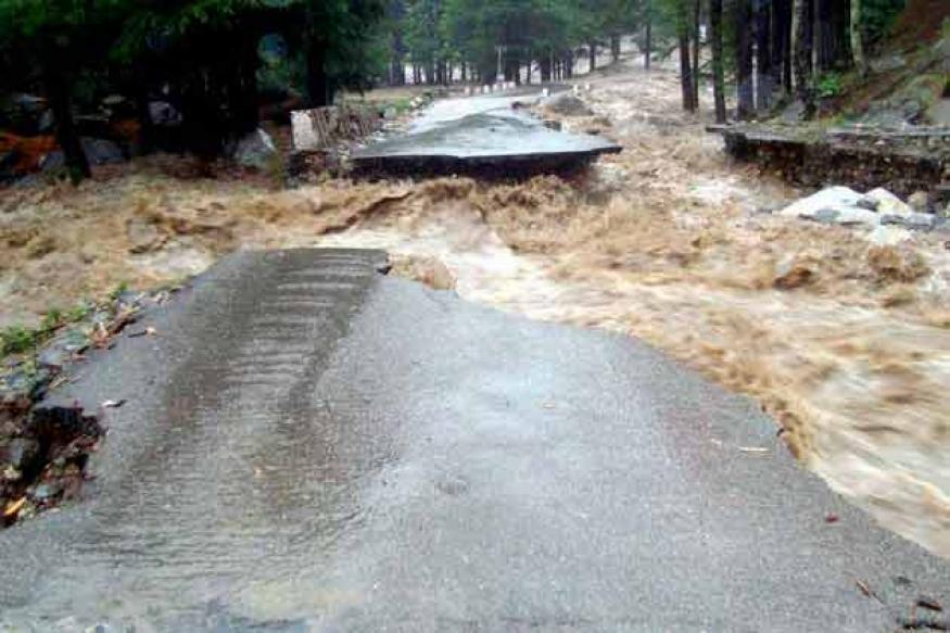 Uttarakhand Floods 2013 Live: Uttarakhand CM s...