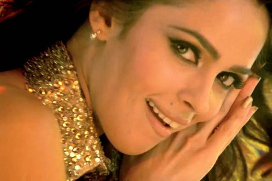 Warrant issued against Mallika Sherawat for 'obscene' dance