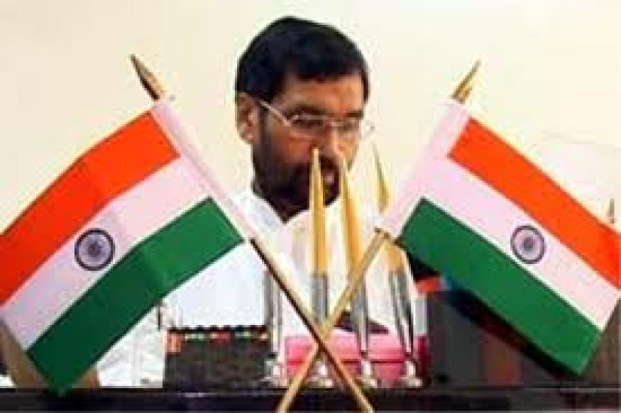 Paswan for determination of poverty criteria by Parliament