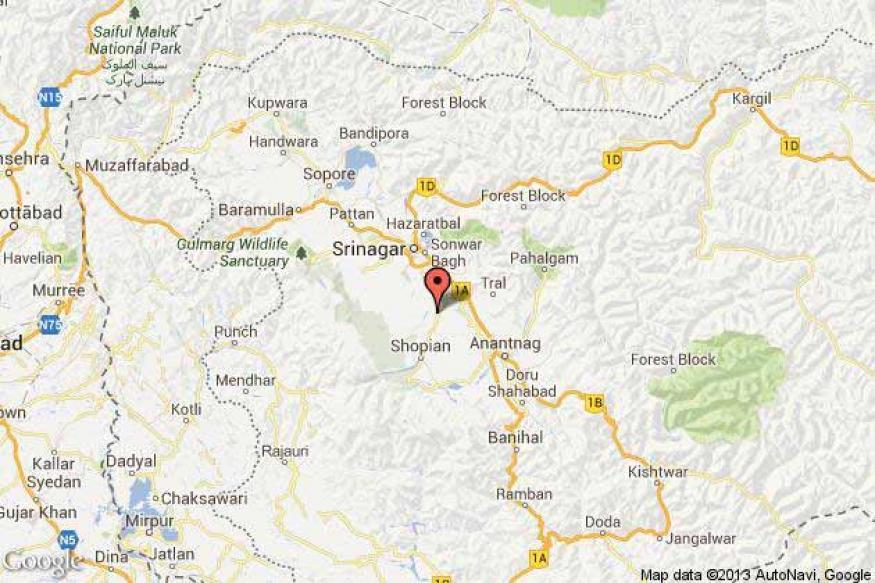 Three guerrillas, policeman killed in Kashmir gunfight