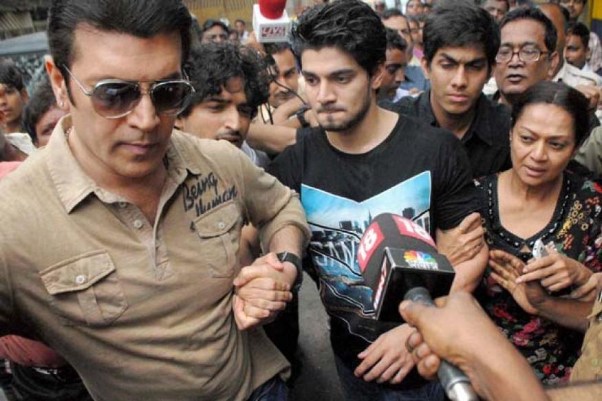 Snapshot: Zarina Wahab and Aditya Pancholi escort son Suraj back home
