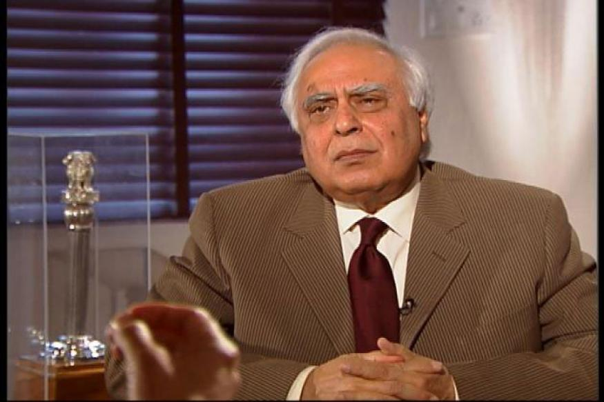 Allahabad HC delegation meets Kapil Sibal, CJI over West UP bench issue