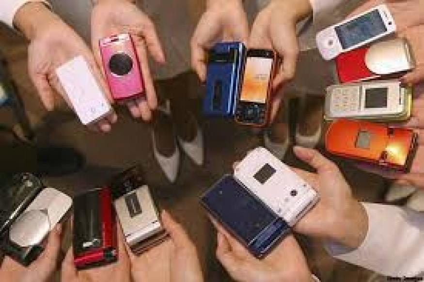 Experts ask users to curb overuse of mobile phones
