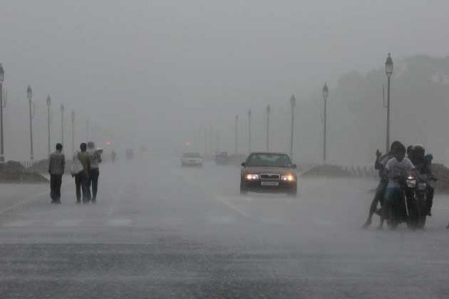 Heavy rains, waterlogging in Delhi leave commuters stranded during wee hours