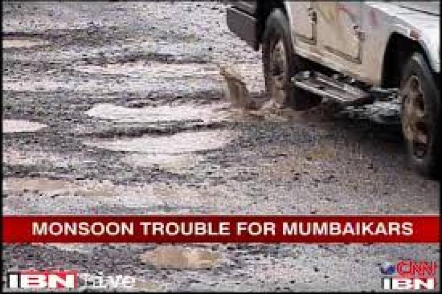Potholes maligning Mumbai's image, says Athawale