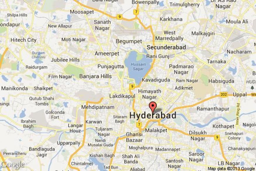Seemandhra protesters attack Telangana MP at Tirupati