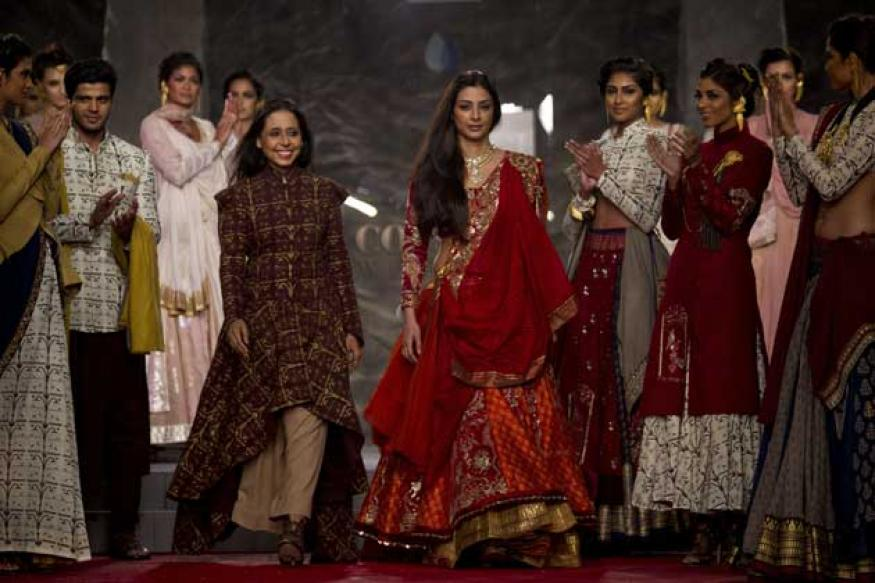 Tabu turns Draupadi on ramp at Delhi Couture Week