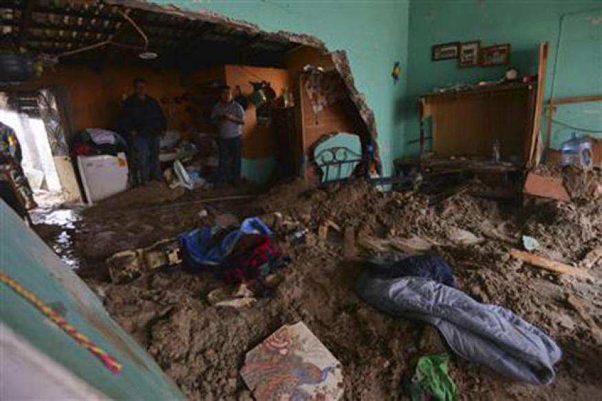 Deadly Mexico storms kill 42, leave 40,000 stranded in floods
