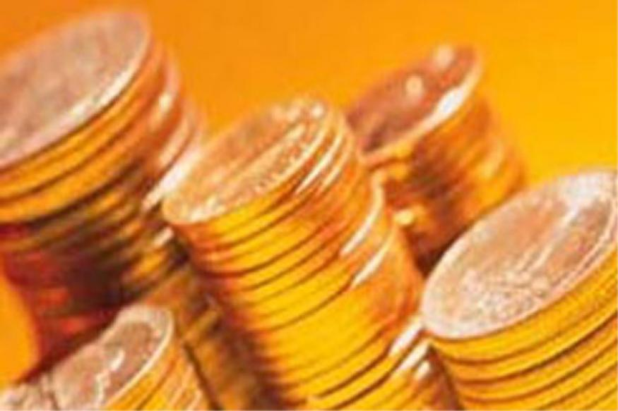 Gold prices fall by 0.91 pc on global cues, down to Rs 32,435 per 10 gram