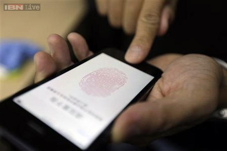 Cash, booze on offer to hack Apple iPhone 5s' fingerprint security