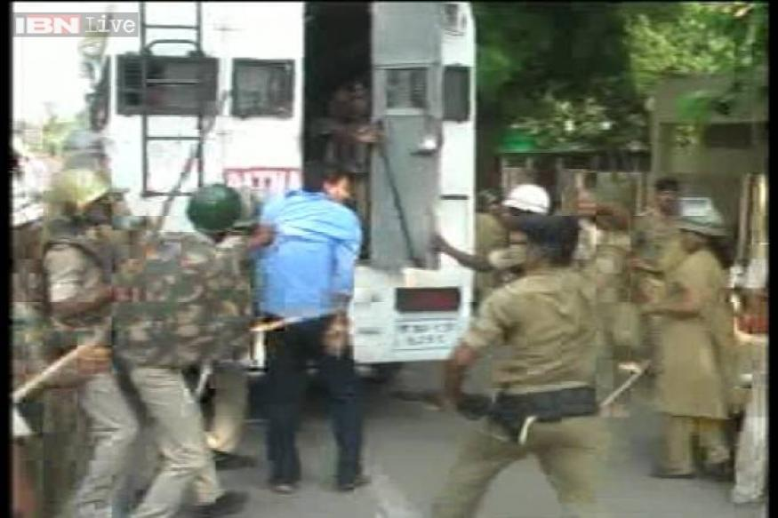 Patna: Power board employees cut supply after clash with police