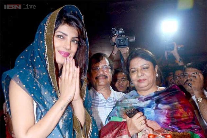 Snapshot: Priyanka Chopra seeks blessings during Ganesh Utsav