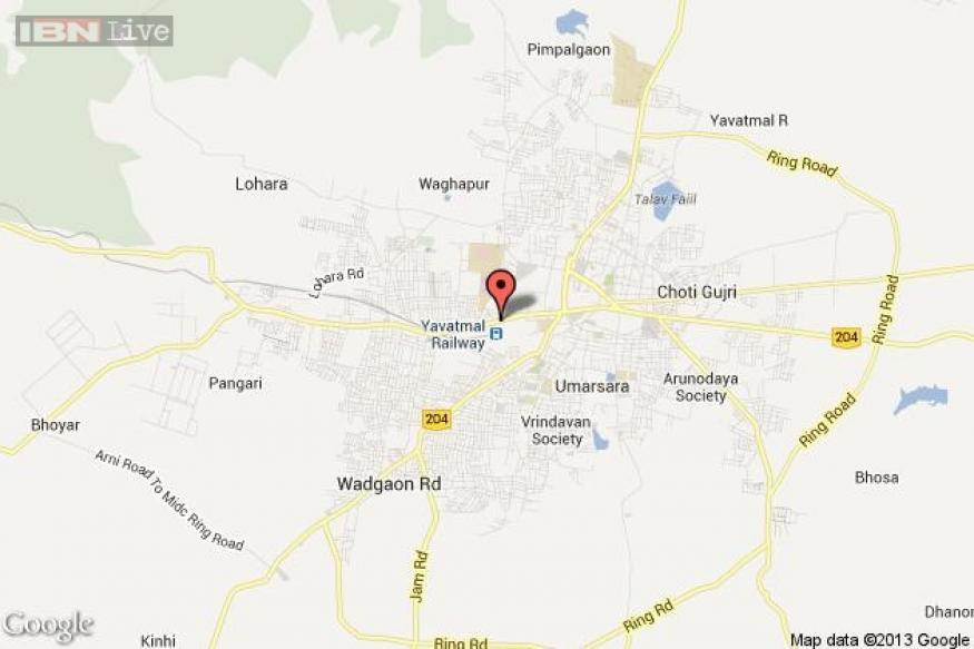 Maharashtra: Drunkard sets himself ablaze, hugs three girls
