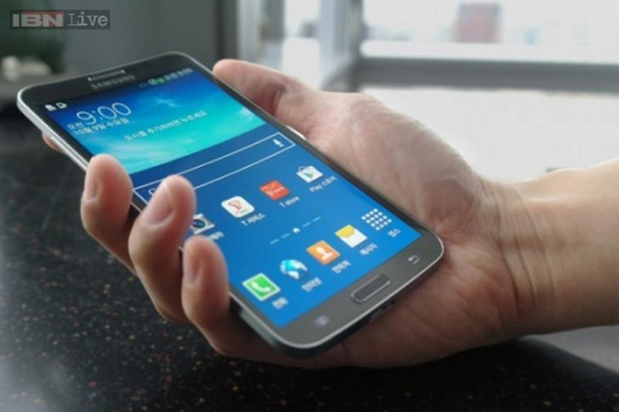 Samsung Galaxy Round review: Nothing transformative, this curved phone falls flat