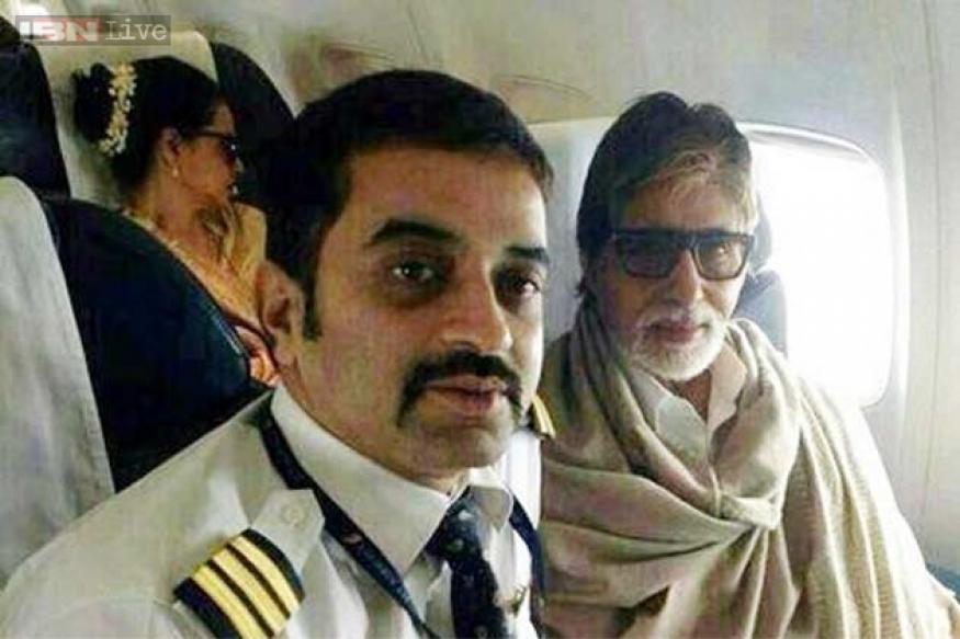 Snapshot: Rekha and Amitabh Bachchan photographed on the same flight?