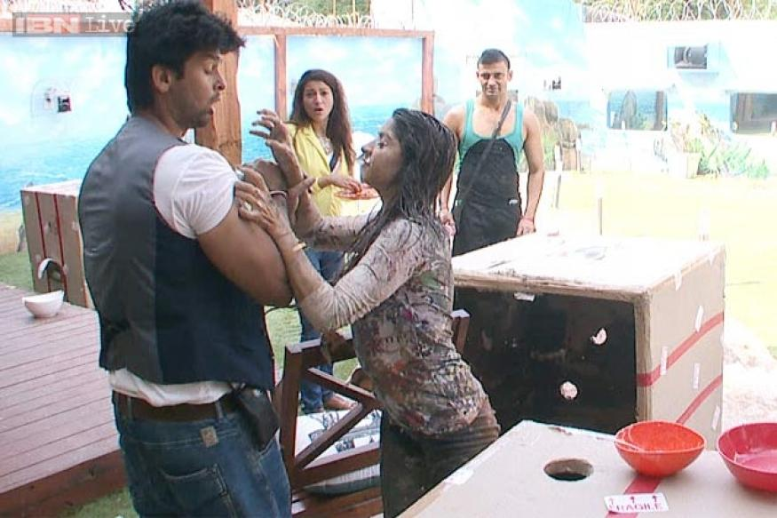 Bigg Boss 7: Kushal calls Tanisha fatso, 36-year-old aunty; gets pushed