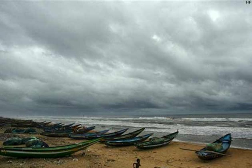 Cyclone hits Andaman Nicobar islands, Andhra Pradesh on high alert