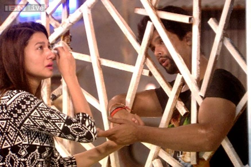 Bigg Boss 7: I want to stay away from Gauhar, Kushal tells Tanisha