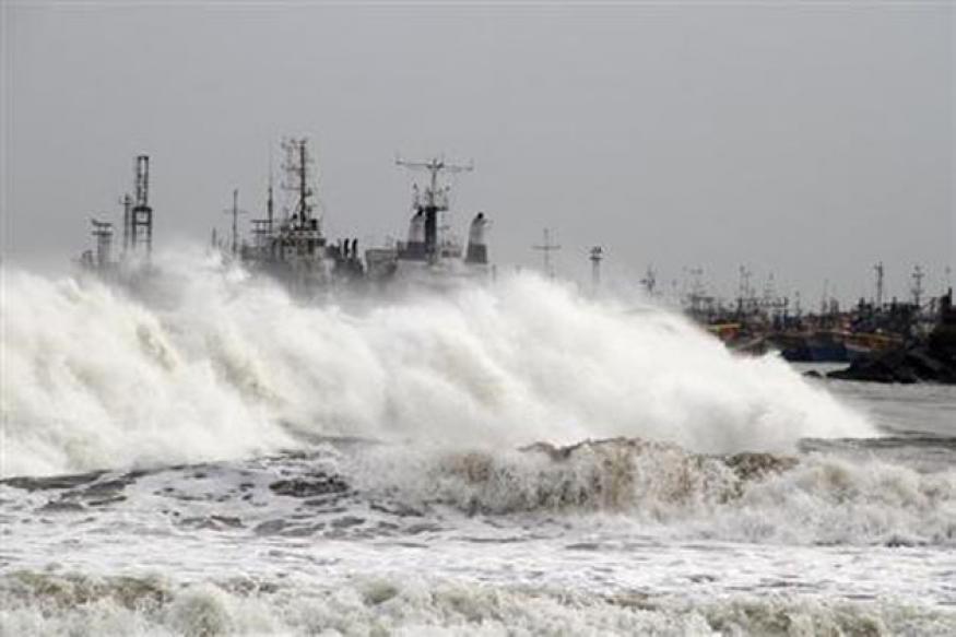 Cyclone Phailin: One dead in Bhubaneswar as heavy rains lash Odisha