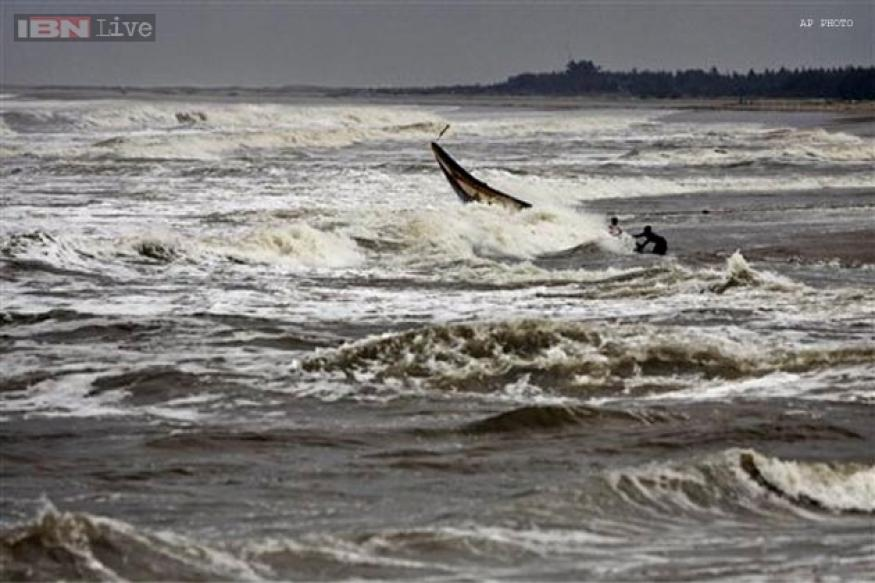 Phailin threat looms large over North Andhra, panic in three districts