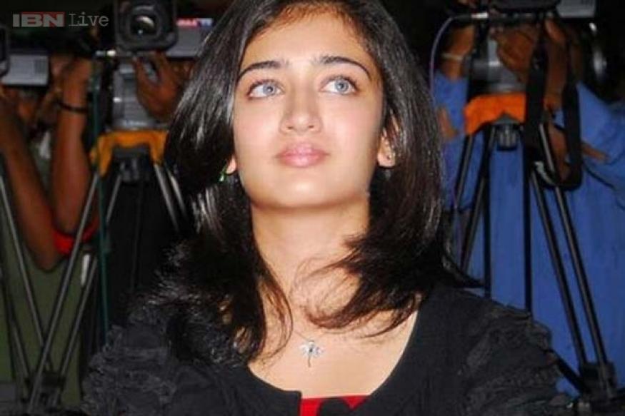 Akshara Haasan to make Bollywood debut opposite Dhanush