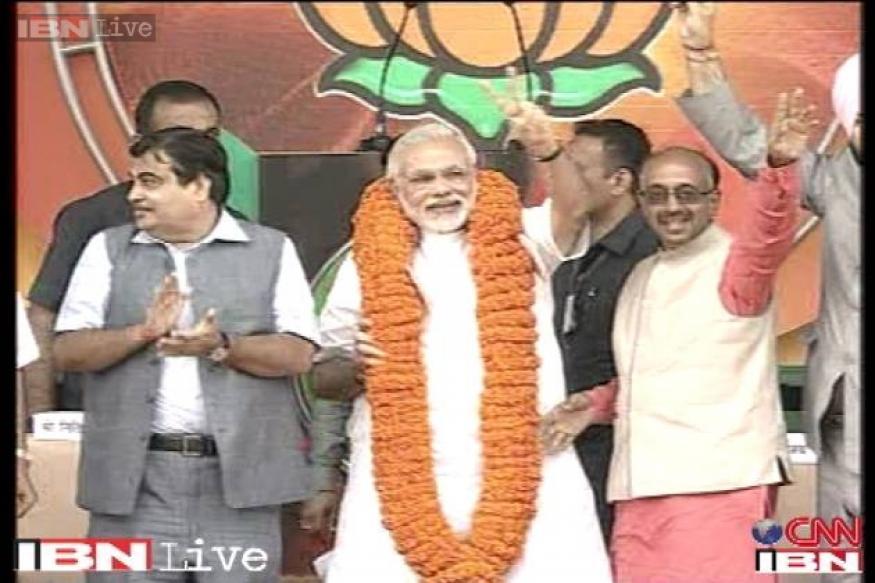 Congress moves EC over Modi's 'khooni panja' barb