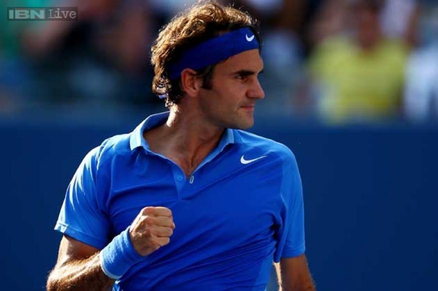 Federer beats Del Potro to reach semi-finals in London
