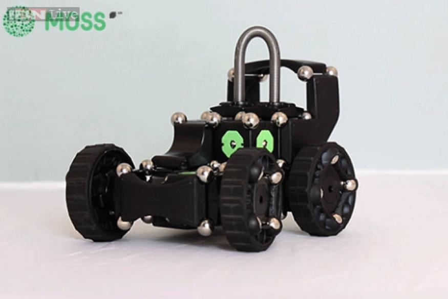 Build your own smartphone-controlled robots with MOSS