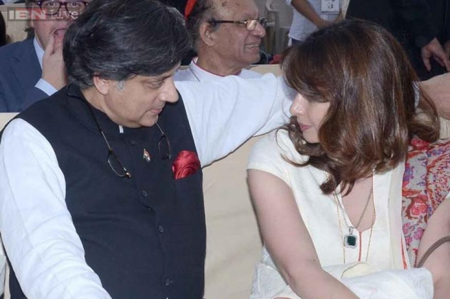 Cute couple alert! Shashi Tharoor and Sunanda Pushkar lost in conversation