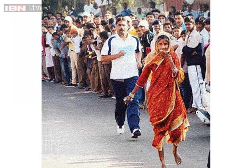 61-year-old barefoot woman wins 3-km race at Baramati marathon