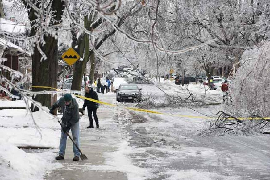 Ice storm leaves 500,000 without power in US , Canada