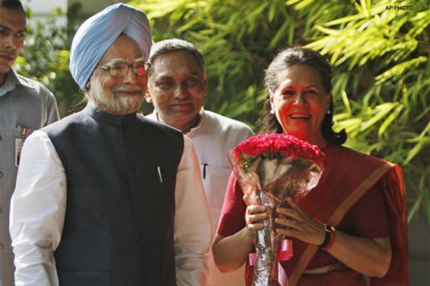 Manmohan Singh, Sonia Gandhi hail passage of Lokpal Bill