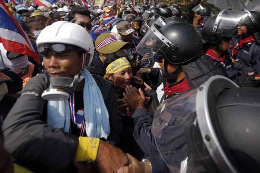 Thailand: Gunmen open fire on anti-govt protesters, one dead