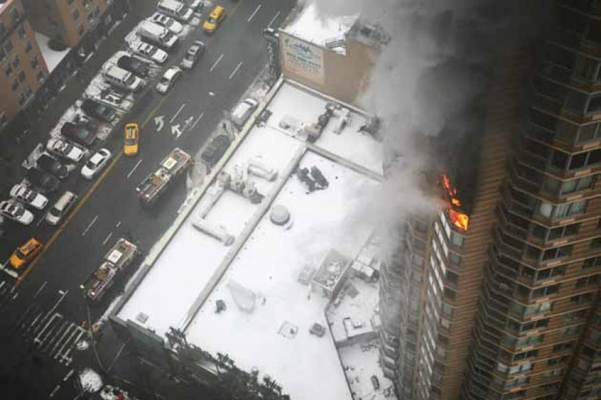 1 dead, 1 critically injured in New York City high rise fire