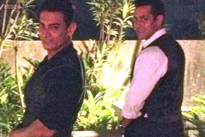 Friends that pee together, stay together? Aamir Khan posts photo with Salman in a urinating pose