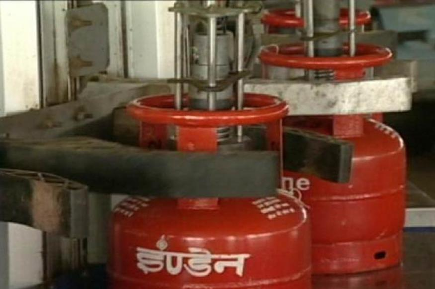 Cabinet may consider raising LPG cylinder cap this week, says Veerappa Moily