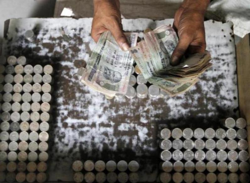 Rupee gains, closes at 61.81 vs US dollar