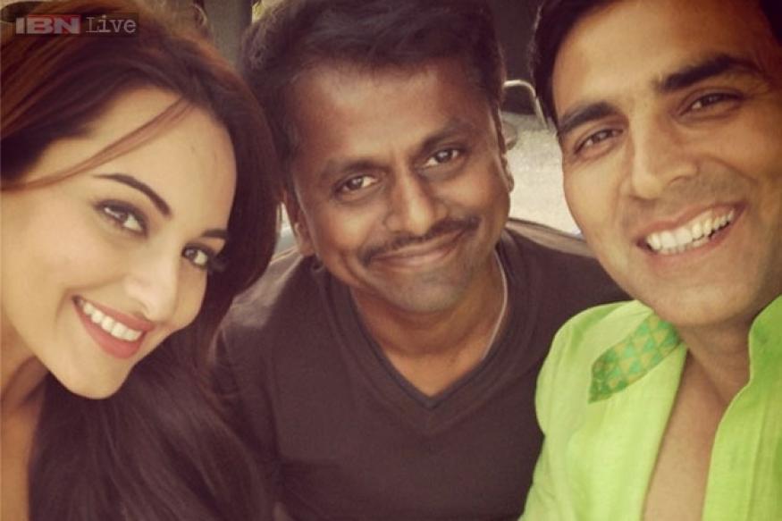 Snapshot: Off-screen chemistry! Sonakshi Sinha and Akshay Kumar have fun filming 'Holiday'