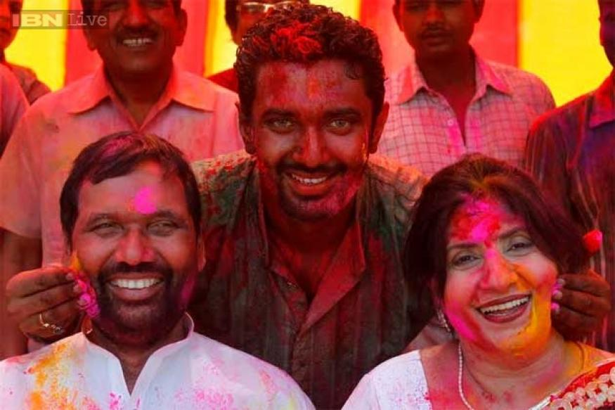 Holi with the politicians: Sonia Gandhi, Ram Vilas Paswan celebrate the festival of colours