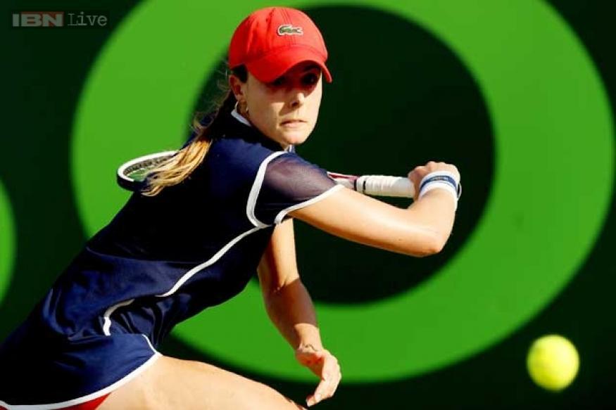 Alize Cornet overcomes Agnieszka Radwanska to reach Katowice final