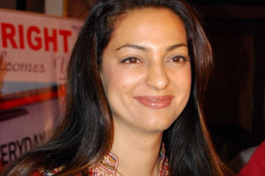 Juhi Chawla's recent comment on Big B misconstrued? She ...