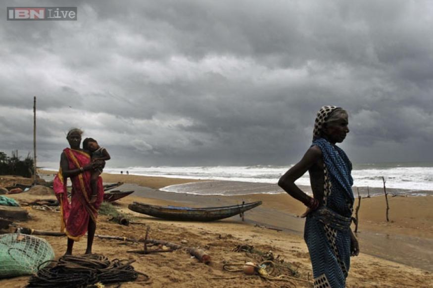 Well-prepared Andhra, Odisha weather Cyclone Hudhud, six dead, Vishakapatnam worst hit