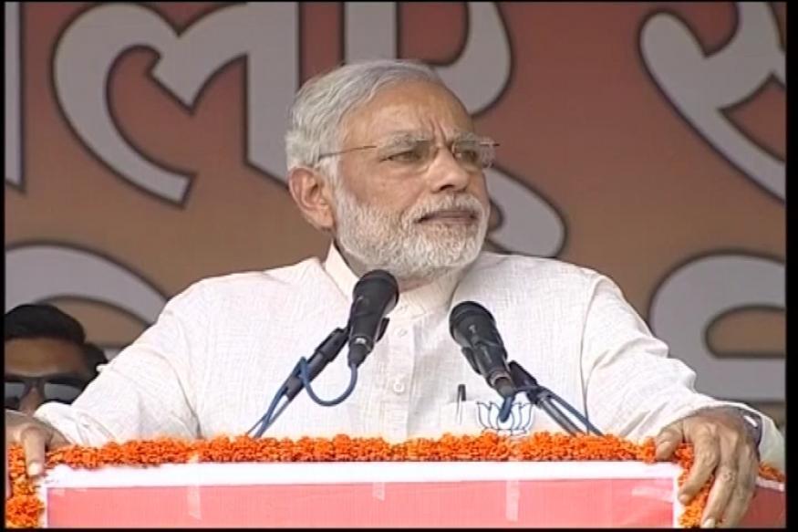 PM Modi calls RJD-JDU-Congress '3 idiots', targets Nitish,