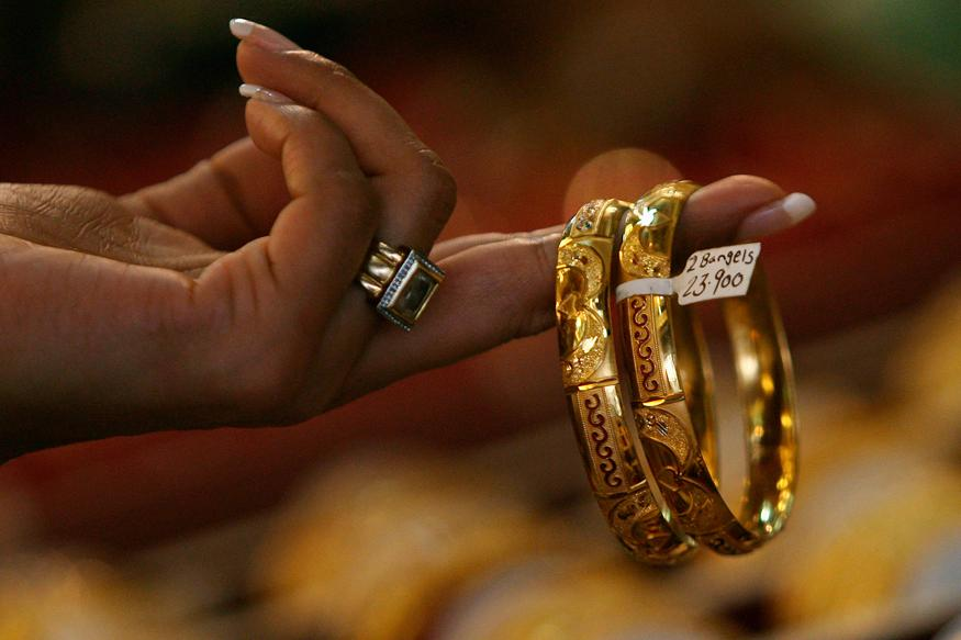 Gold Slips Below Rs 31,000 in Biggest Single-day Fall This Year