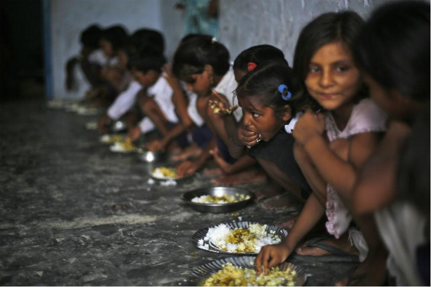 Mamata Condemns Centre's Decision to Make Aadhar Compulsory For Mid-day Meals