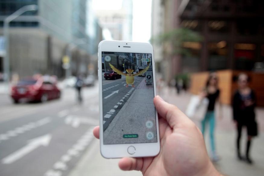 Virtual Reality/Augmented Reality on Pokemon Go