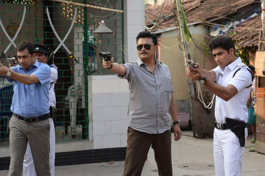 Eagoler Chokh Review: Saswata Chatterjee Shines Throughout
