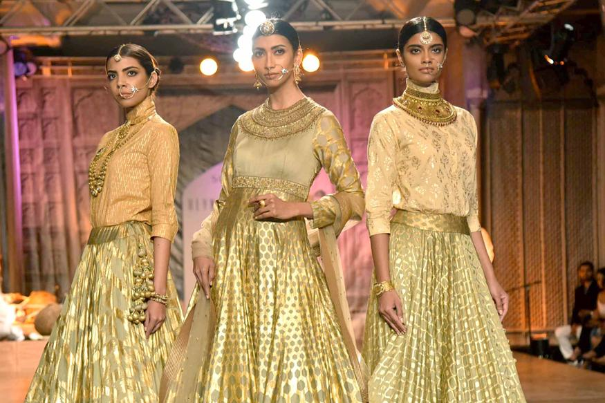 Diwali 2016: Ditch The Usual Colours and Opt For Monotones, Pastels To Jazz Up Your Attire
